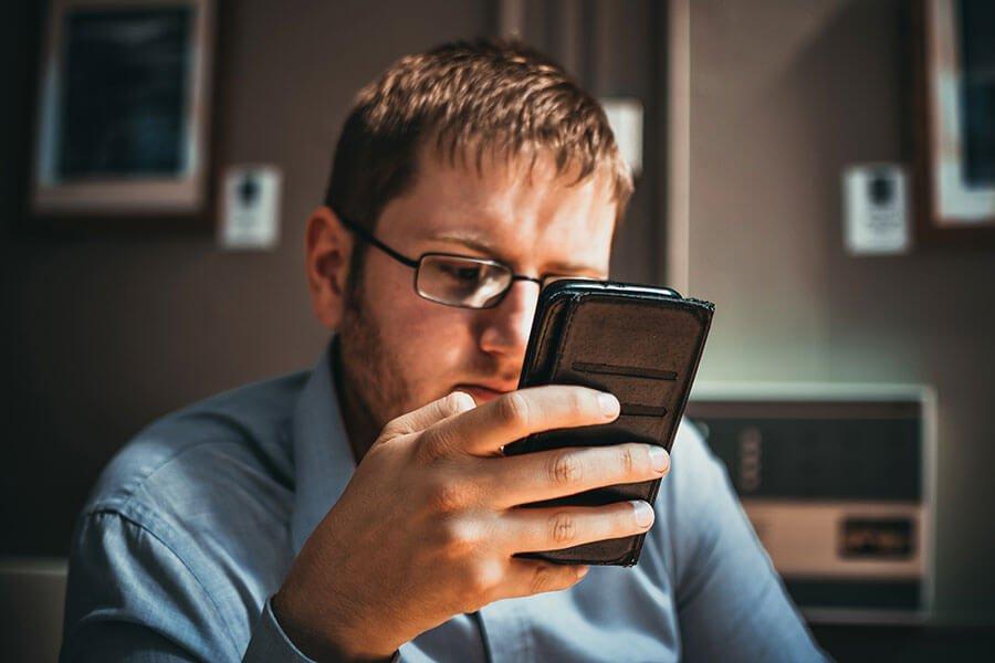 ¿Sufres Nomofobia, Fomo, Jomo o Foji?